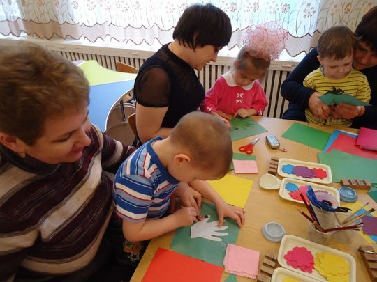 """Структурно-функциональная модель взаимодействия МБДОУ """"Детский сад № 15"""" и семьи"""